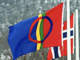 Samefolkets dag: Det samiske flag ved siden af det norske